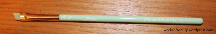 Essence eyeliner brush - weeksofbeauty.wordpress.com